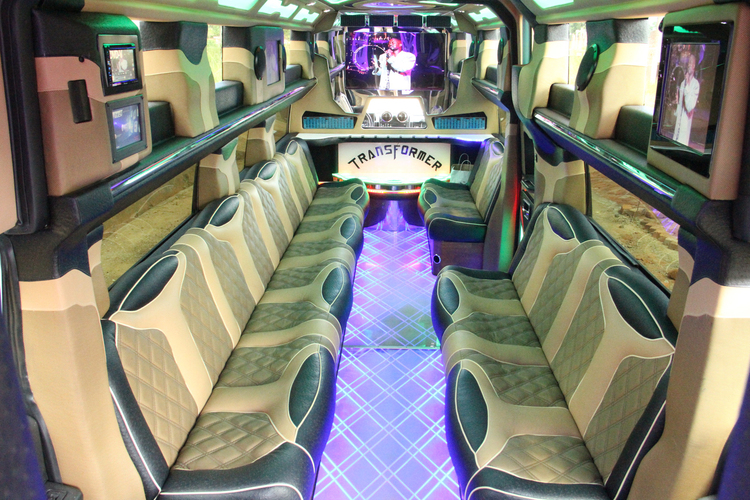 inside phillip chiyangwa 39 s party limo harare24 news. Black Bedroom Furniture Sets. Home Design Ideas