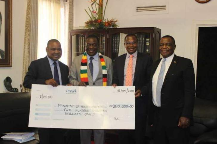Mnangagwa tours Glen View cholera centre