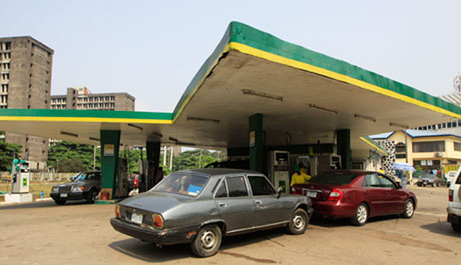Nigeria, protesters stop petrol stations from selling fuel