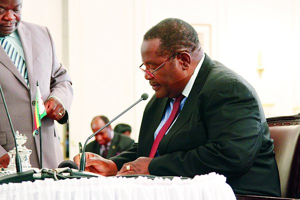 Obert Mpofu Parly probe over missing $15bn postponed