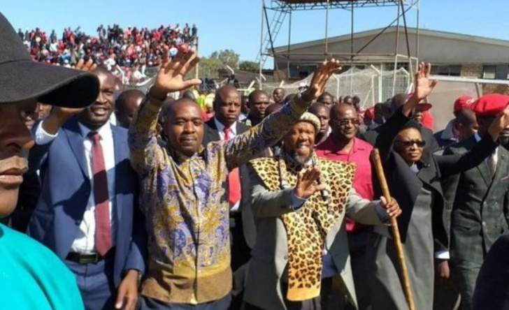 Chamisa assembling team to force early poll