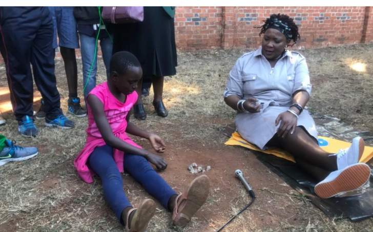 4 street kids refuse to let go of Mnangagwa's wife