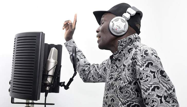 Oliver Mtukudzi teams up with fastjet to release new song in support of World AIDS Day 2017