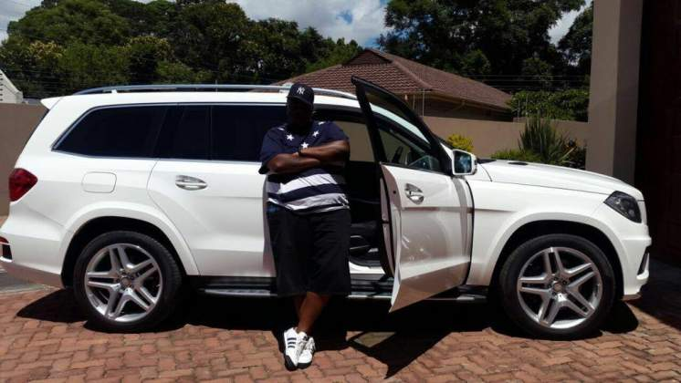 PHOTOS: Wicknell Chivayo carrying US$1 million in cash