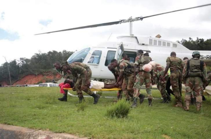 Zimbabwe army rescues 20 marooned villagers