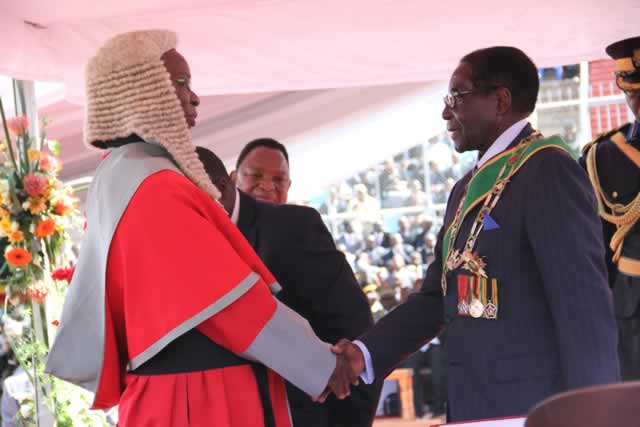 President-Mugabe-is-congratulated-by-Chief-Justice-Godfrey-Chidyausiku-after-the-swearing-in-ceremony